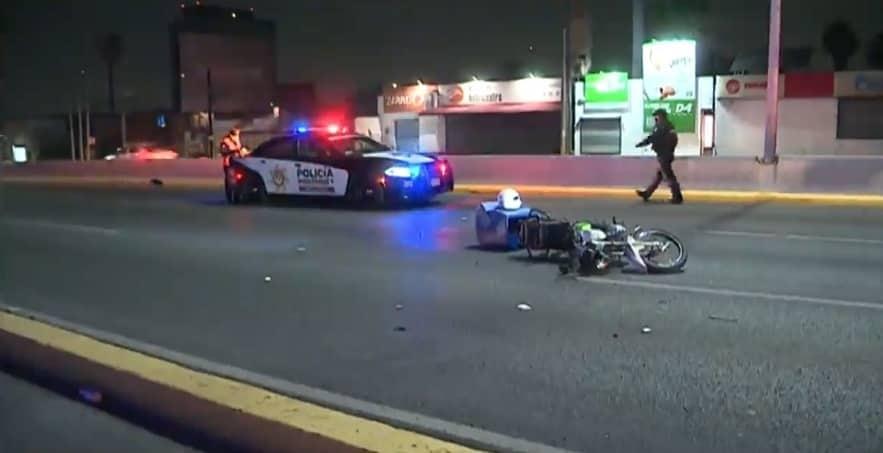 El repartidor comida terminó con lesiones de consideración, al estrellarse contra una patrulla