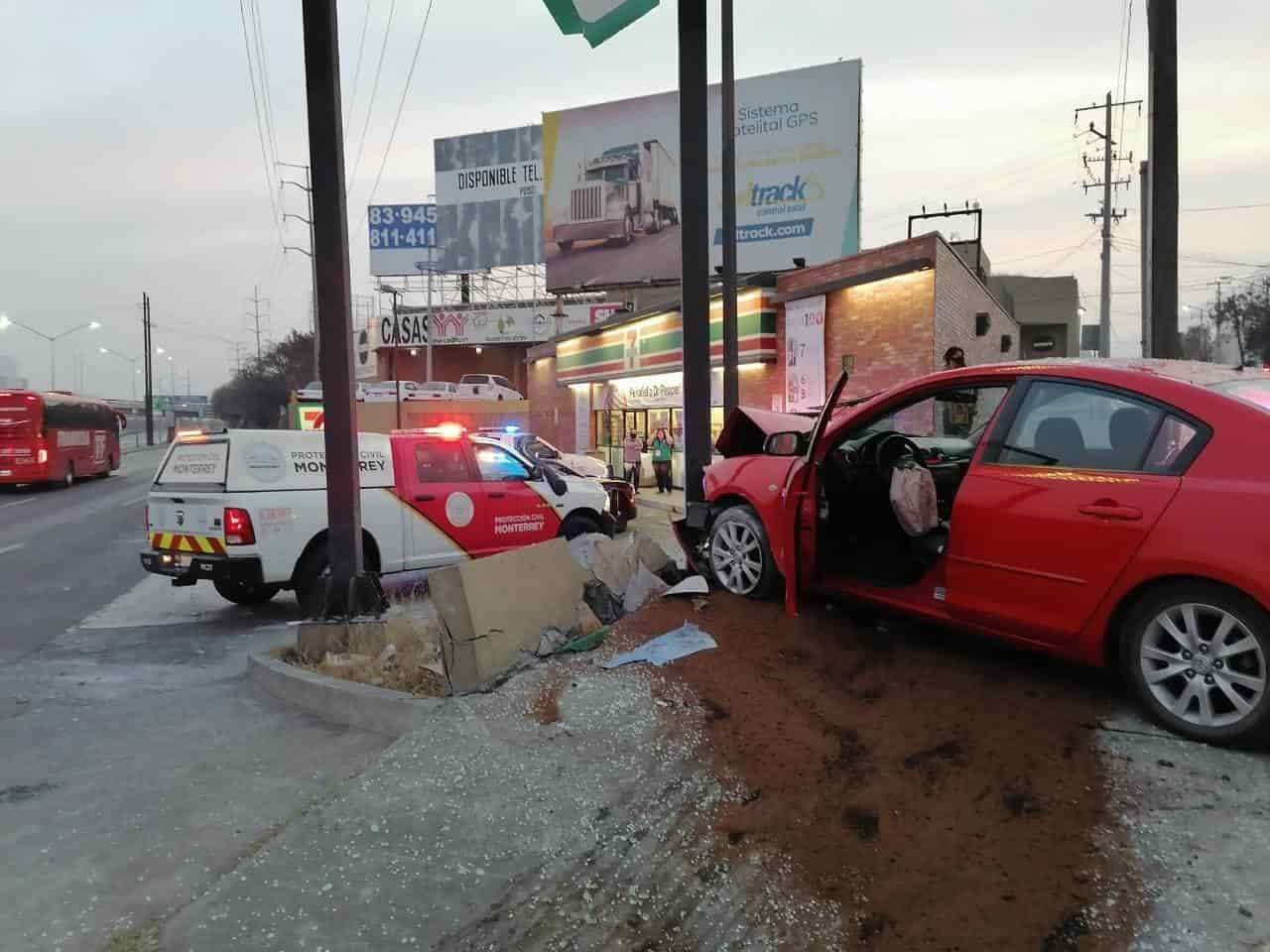 El conductor resultó con diversas lesiones luego de estrellarse contra un muro
