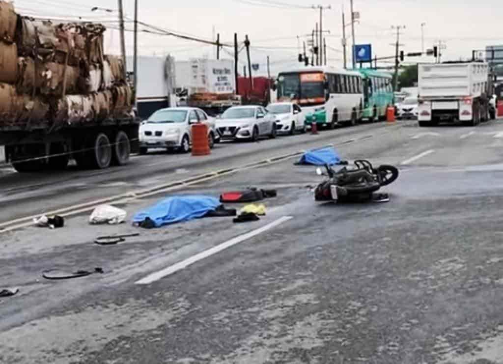 Una pareja que viajaba en una motocicleta perdió la vida al ser arrollado por un tráiler