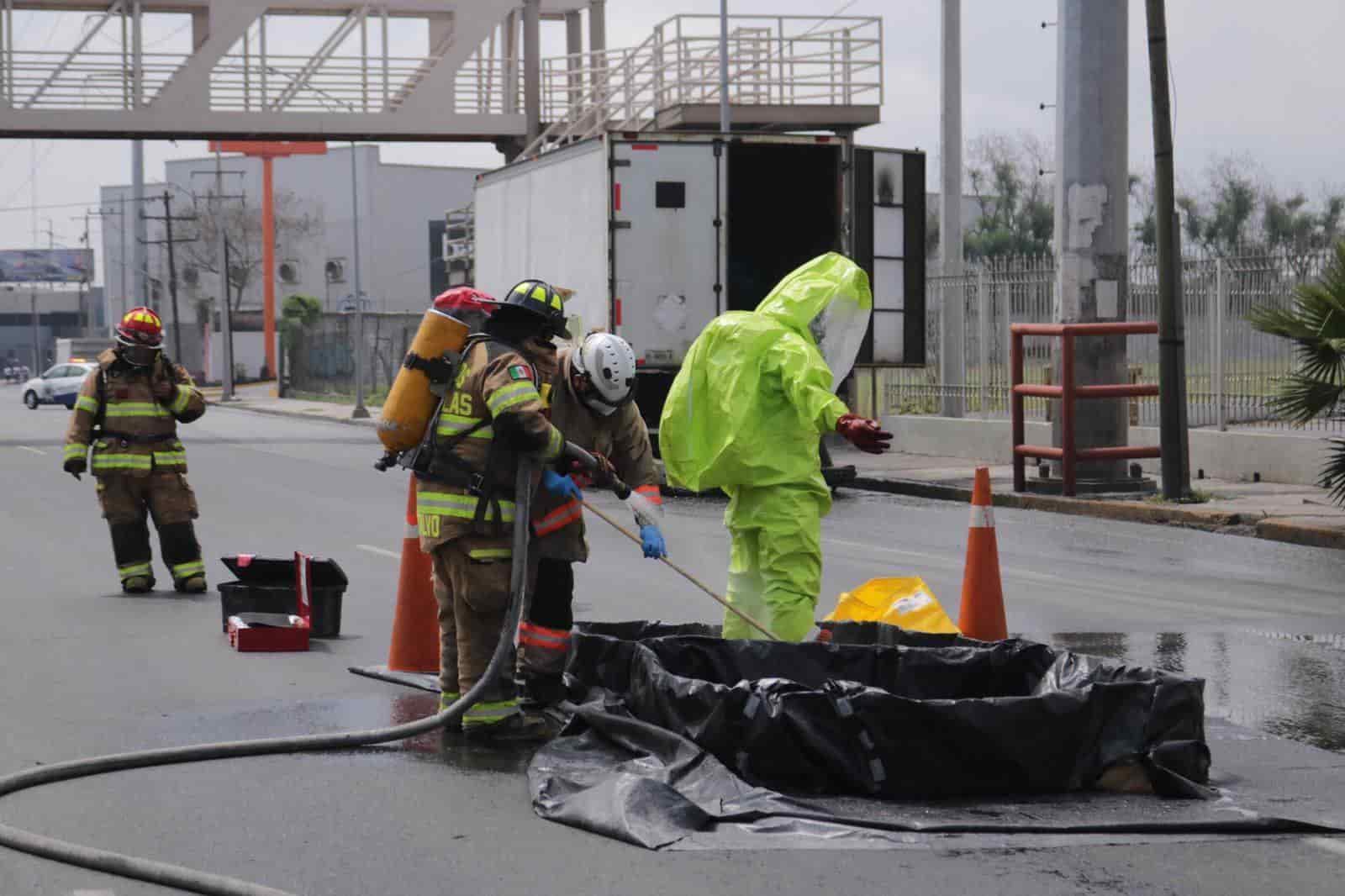 Se realizó un sorprendente operativo sobre la avenida Nogalar, derramarse de 200 litros de ácido industrial