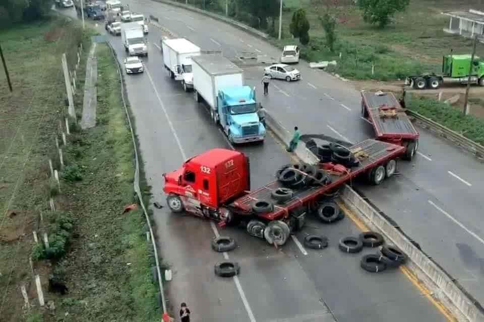 El conductor del tráiler sufrió un infarto