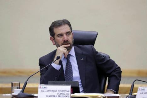 Descarta Córdova retirar candidaturas