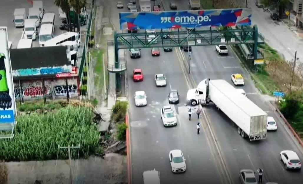 Caos vehicular se registró en San Nicolás, al reportarse el accidente de un tráiler