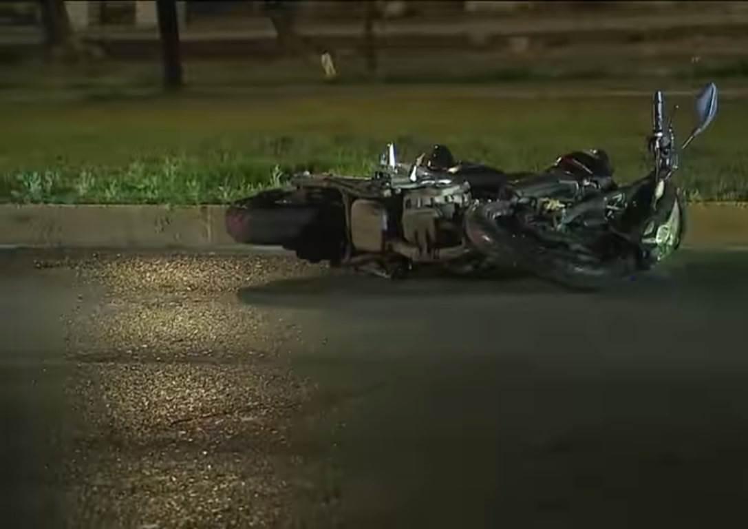 El motociclista perdió la vida al derrapar su máquina