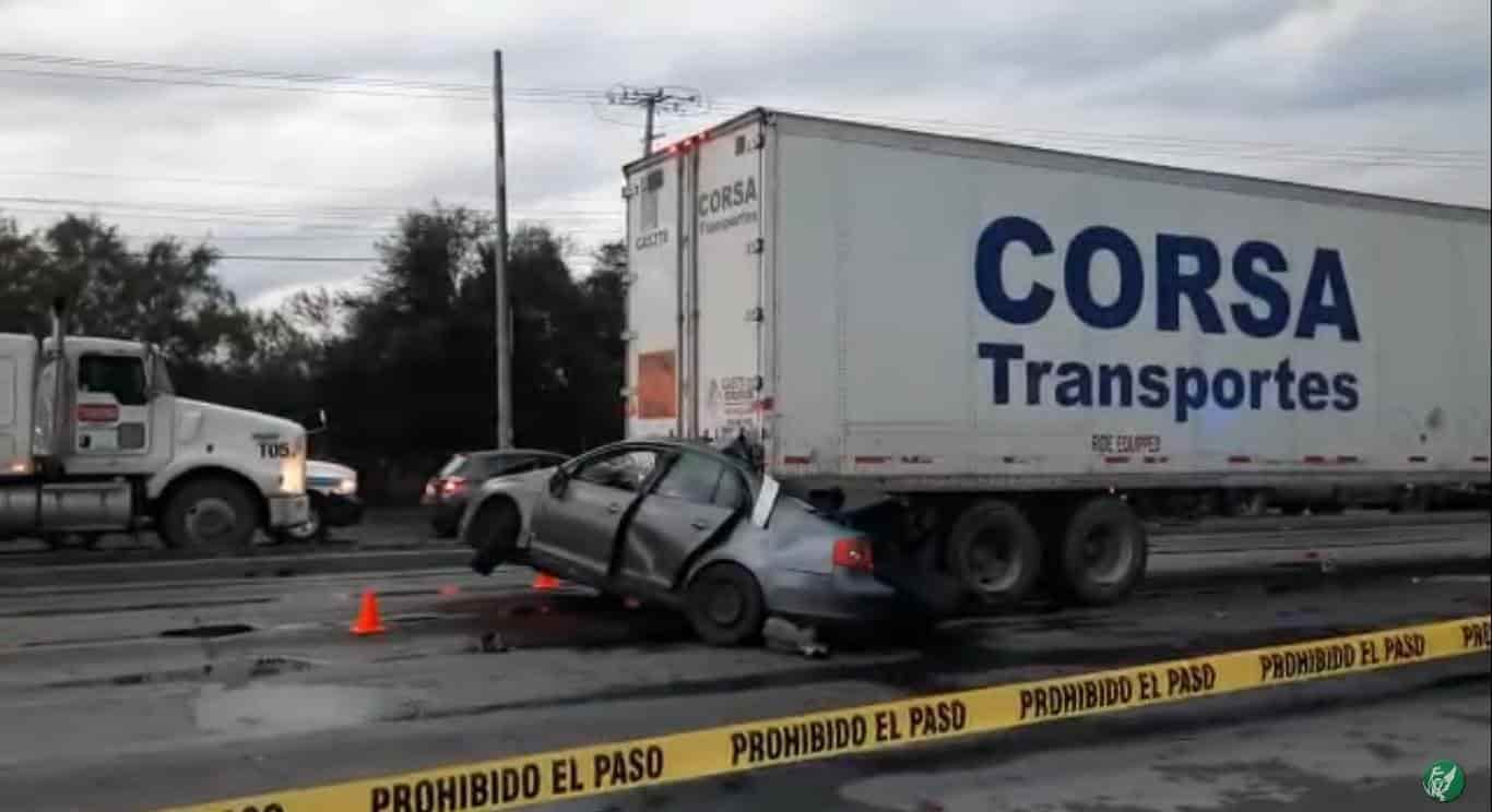 Dos matrimonios jóvenes murieron al estrellar su automóvil contra un tráiler
