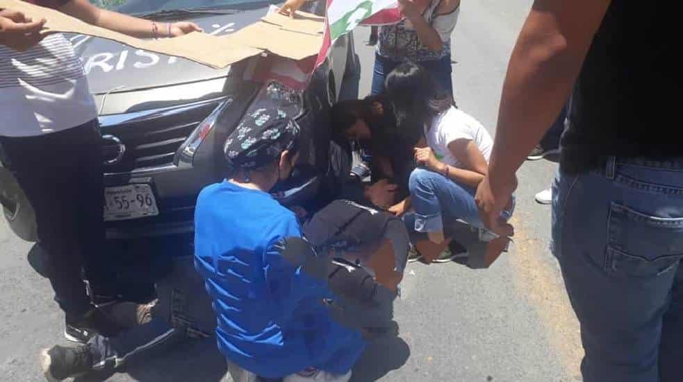 Un jovencito perdió la vida, después de ser arrollado por un vehículo que lo lanzó contra un convoy de un partido político