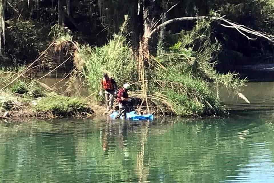 Dos amigos lo perdieron de vista mientras que se bañaban, hasta que lo encontraron flotando sin vida