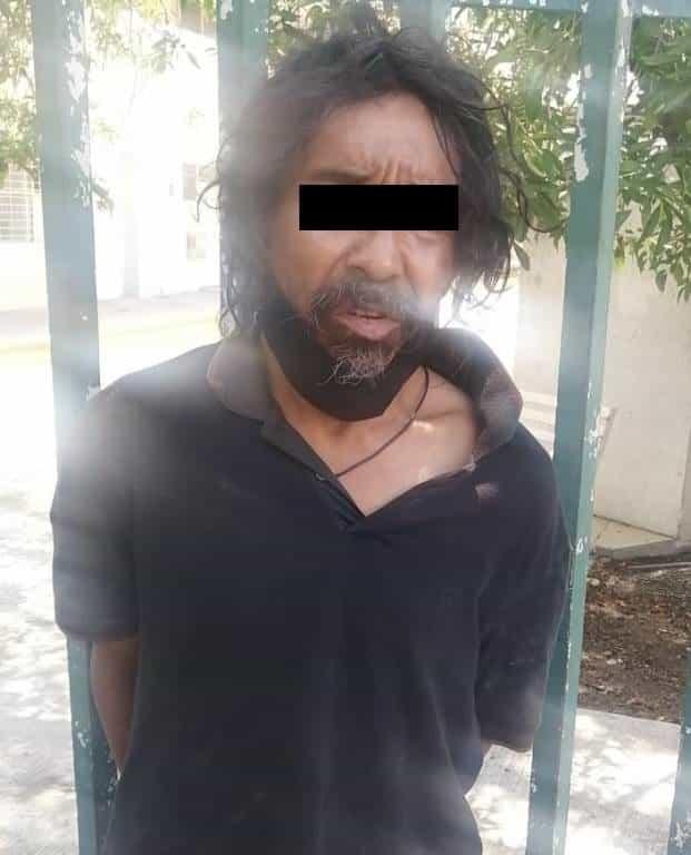 Detenido cuando llevaba el cobre de diversos aires acondicionados en una escuela secundaria