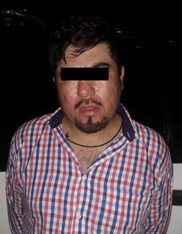 Arrestado en el momento en que sustraía la batería de una camioneta estacionada