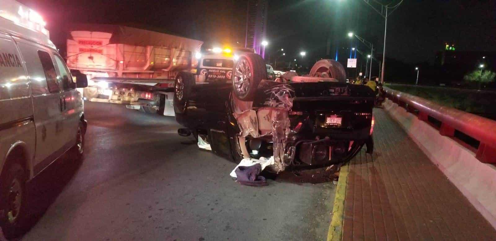 La camioneta quedó volcada y cuatro mujeres que viajaban en la unidad resultaron lesionadas