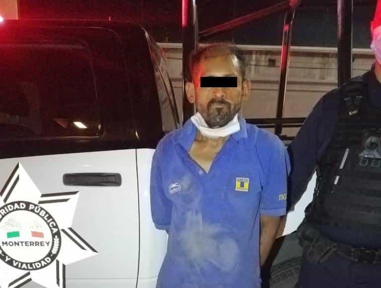 Arrestado luego de quebrar con una piedra el cristal de un vehículo