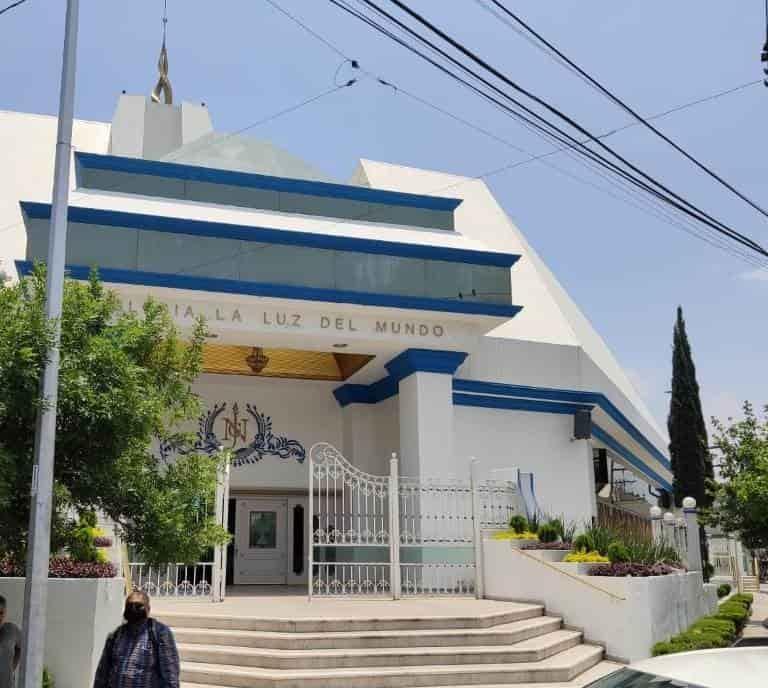 Ocasionó daños en el acceso a la iglesia La luz del mundo