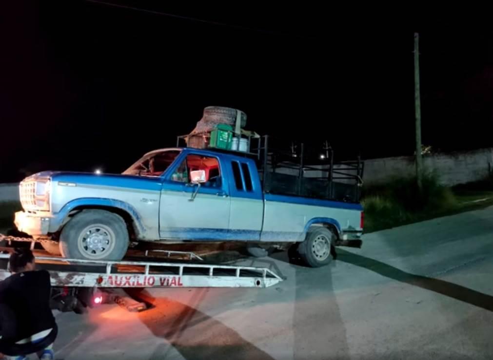 18 indocumentados que viajaban como ganado en la parte trasera de una camioneta, fueron rescatados