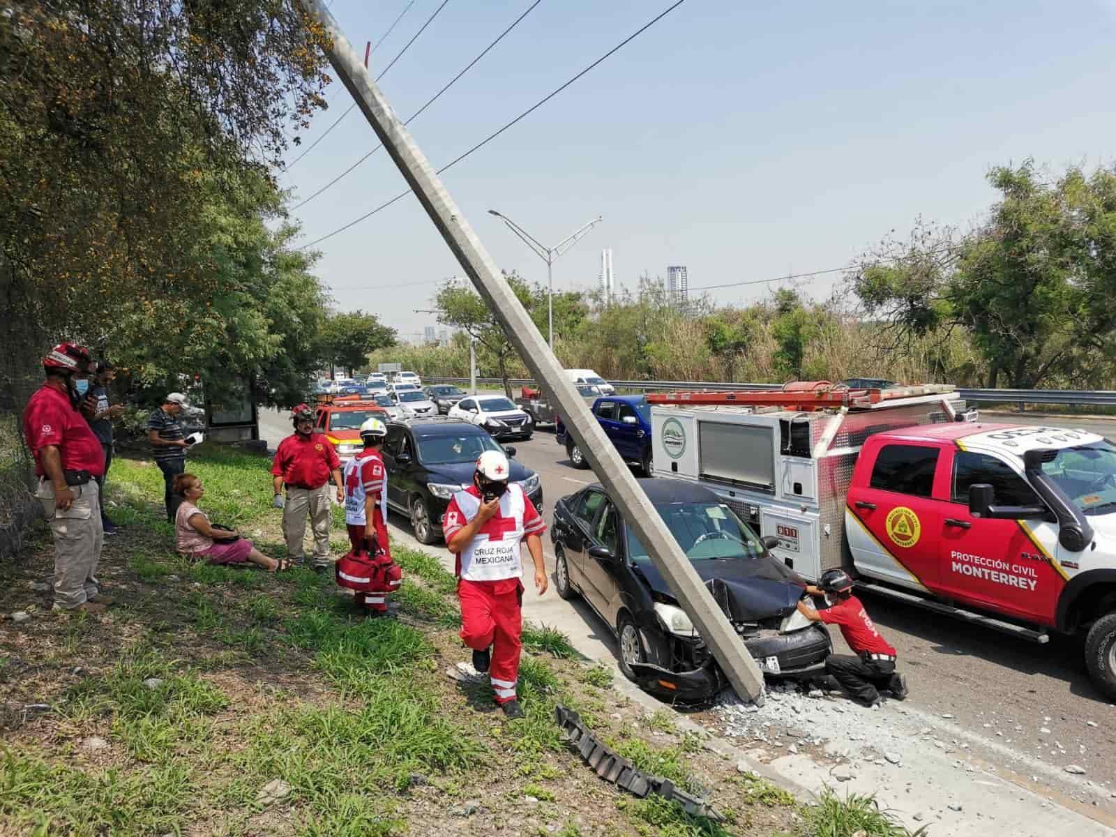 Con diversas lesiones resultó el conductor de una camioneta luego de ser chocado y volcado
