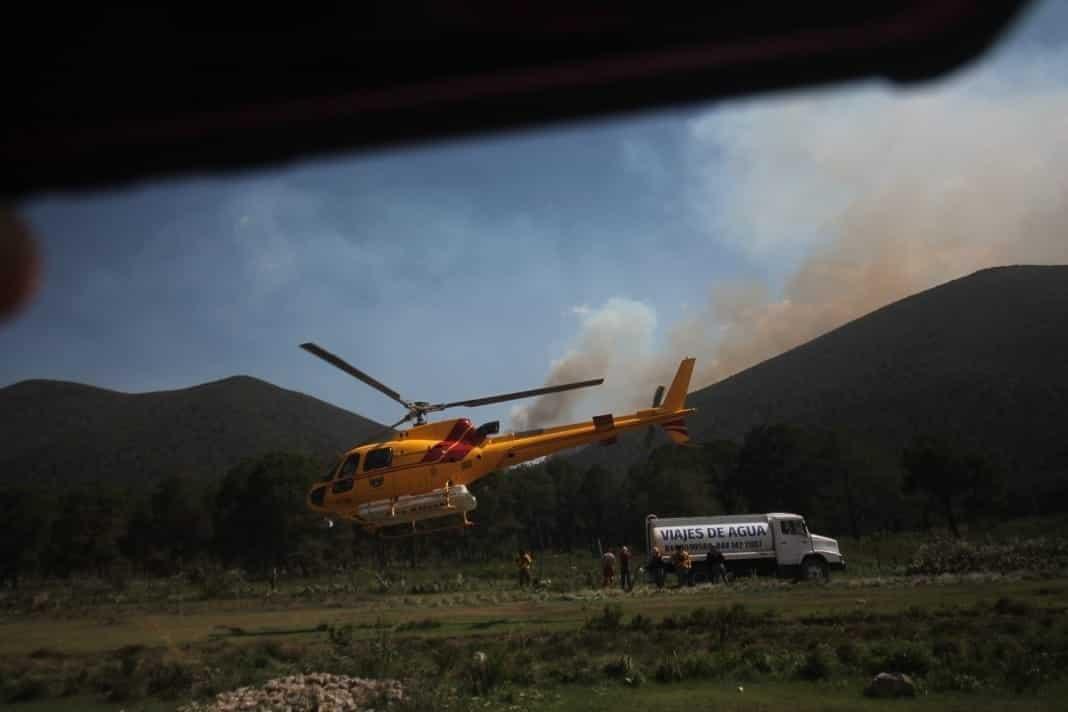 Continúa el combate al incendio registra en el ejido Puerto de Acapulco, en Galeana.