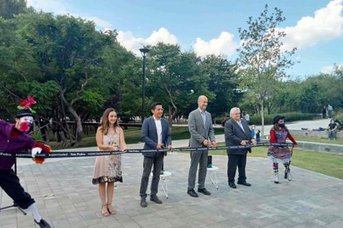 Inaugura Miguel un nuevo parque en Bosques del Valle