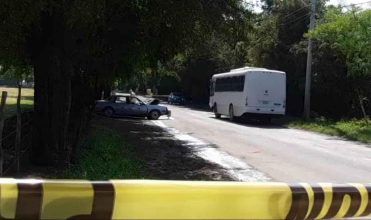 Un muerto y diez lesionados fue el saldo que dejó un choque entre un automóvil sedan y un transporte de personal