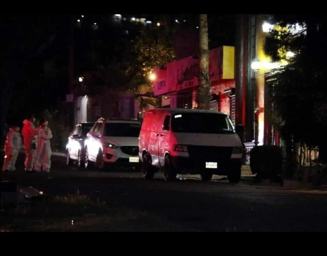 Dos muertos y seis personas lesionadas, dejó la madrugada de ayer un ataque a balazos en un salón de eventos
