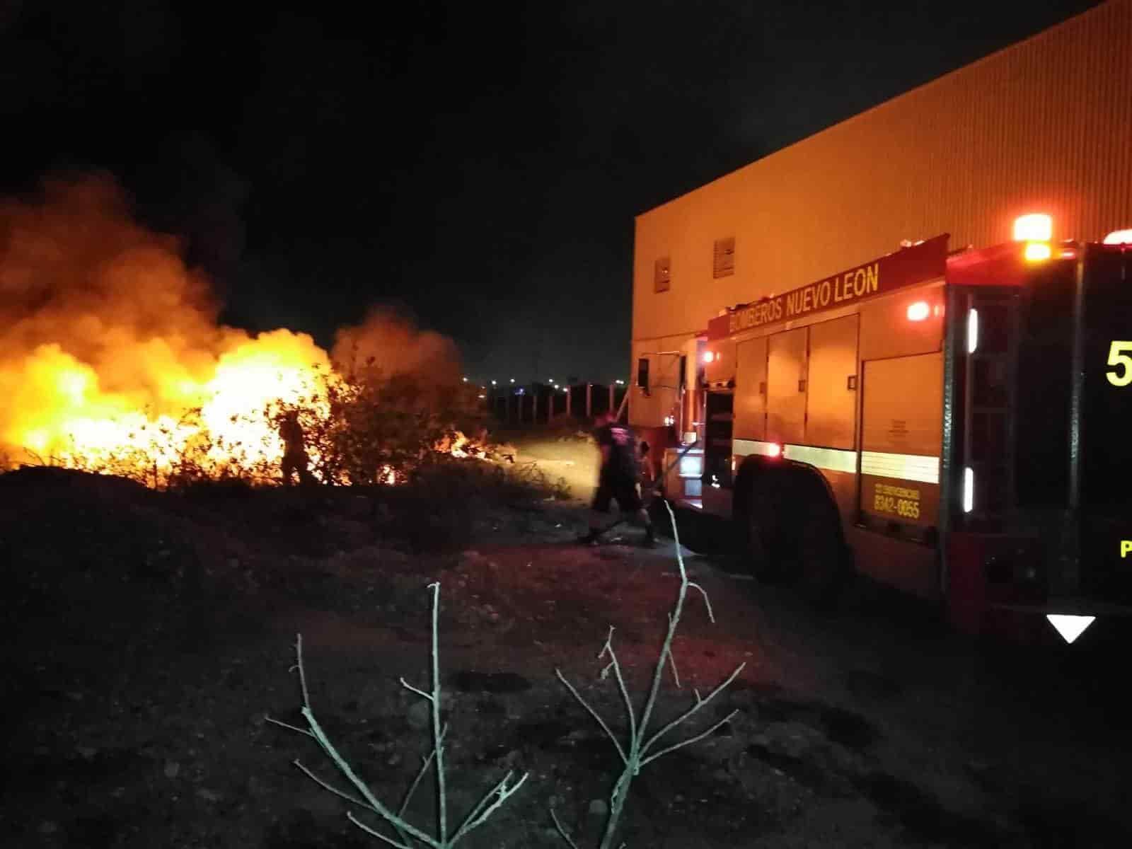 La empresa especializada en transportación de residuos industriales, terminó totalmente destruida al producirse un incendio