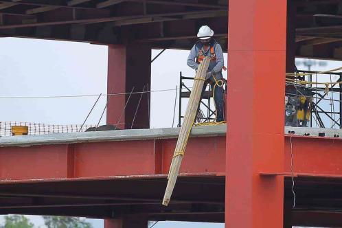 Cae 1.8% producción de constructoras en abril de 2021: Inegi