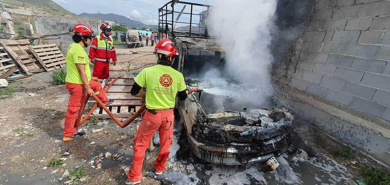 La camioneta terminó totalmente destruida, al incendiarse debido a un corto circuito