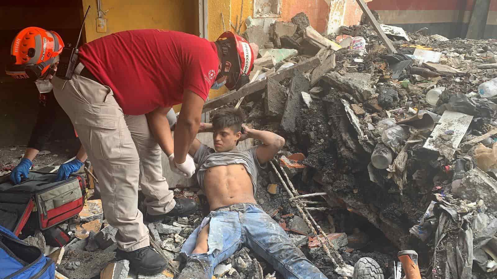 Terminó con parte de su cuerpo sepultado tras registrarse un derrumbe