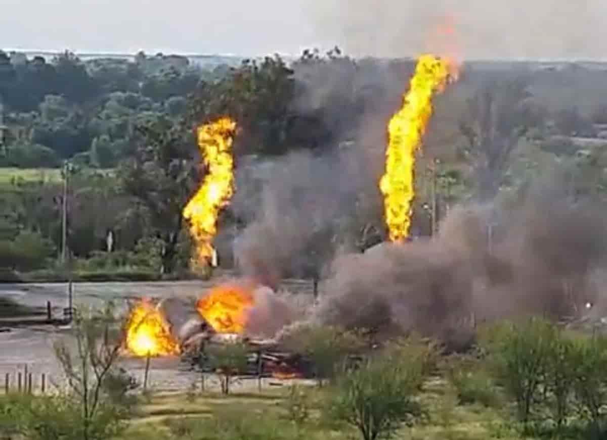 Cuando trasvasaban gas se registró una fuga la que originó un estallido e incendio de dos pipas