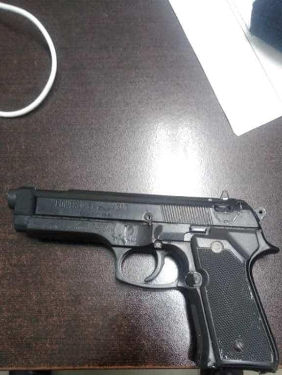 Detienen a delincuente, que intentó asaltar a una mujer utilizando un arma de utilería