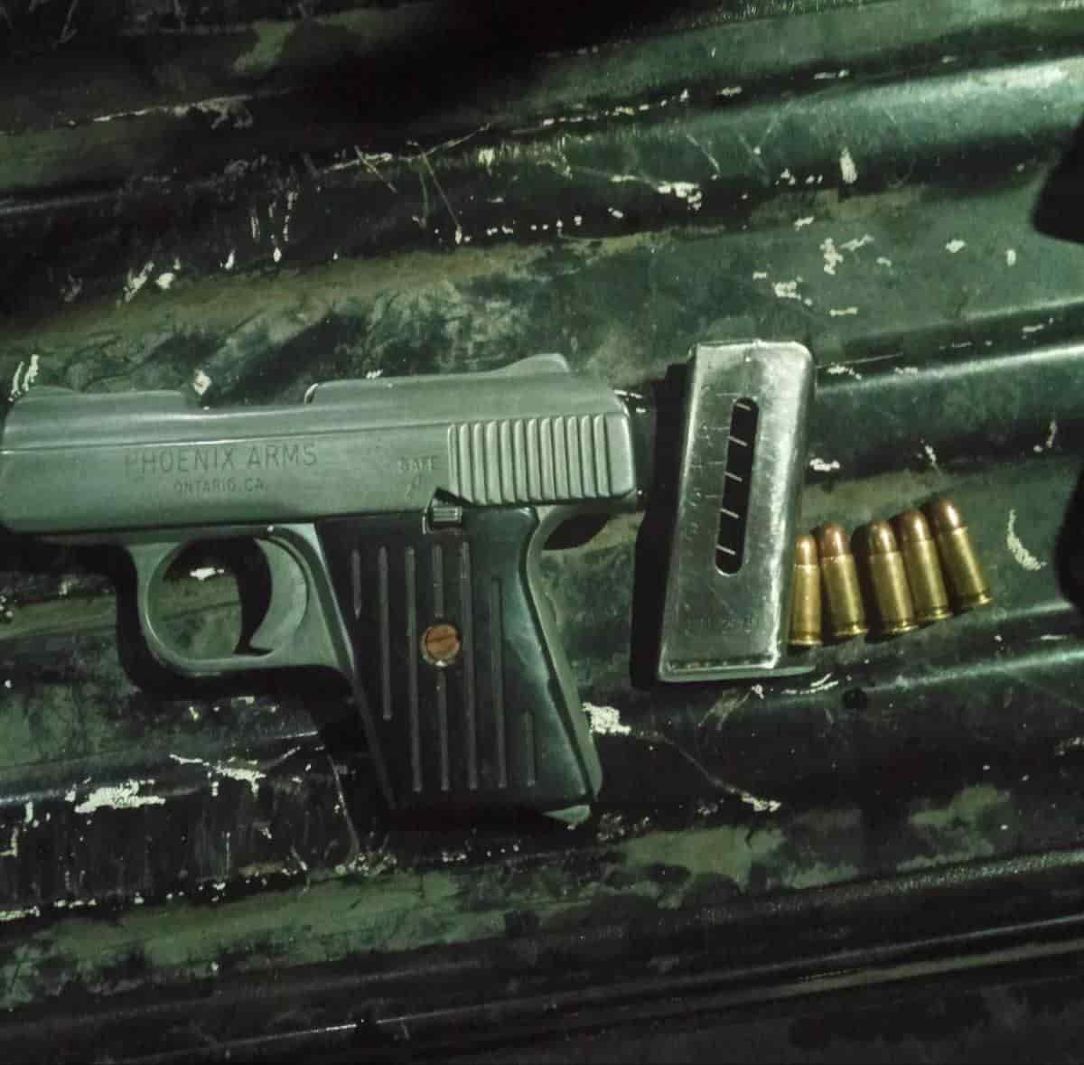 Arrestaron al conductor tras encontrarle un arma de fuego con varios cartuchos