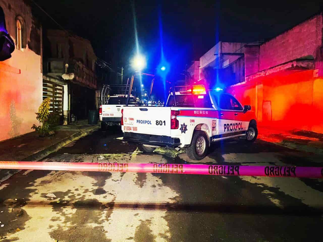 Ejecutan a conductor de camioneta con placas de Sinaloa, cae uno de los siacrios