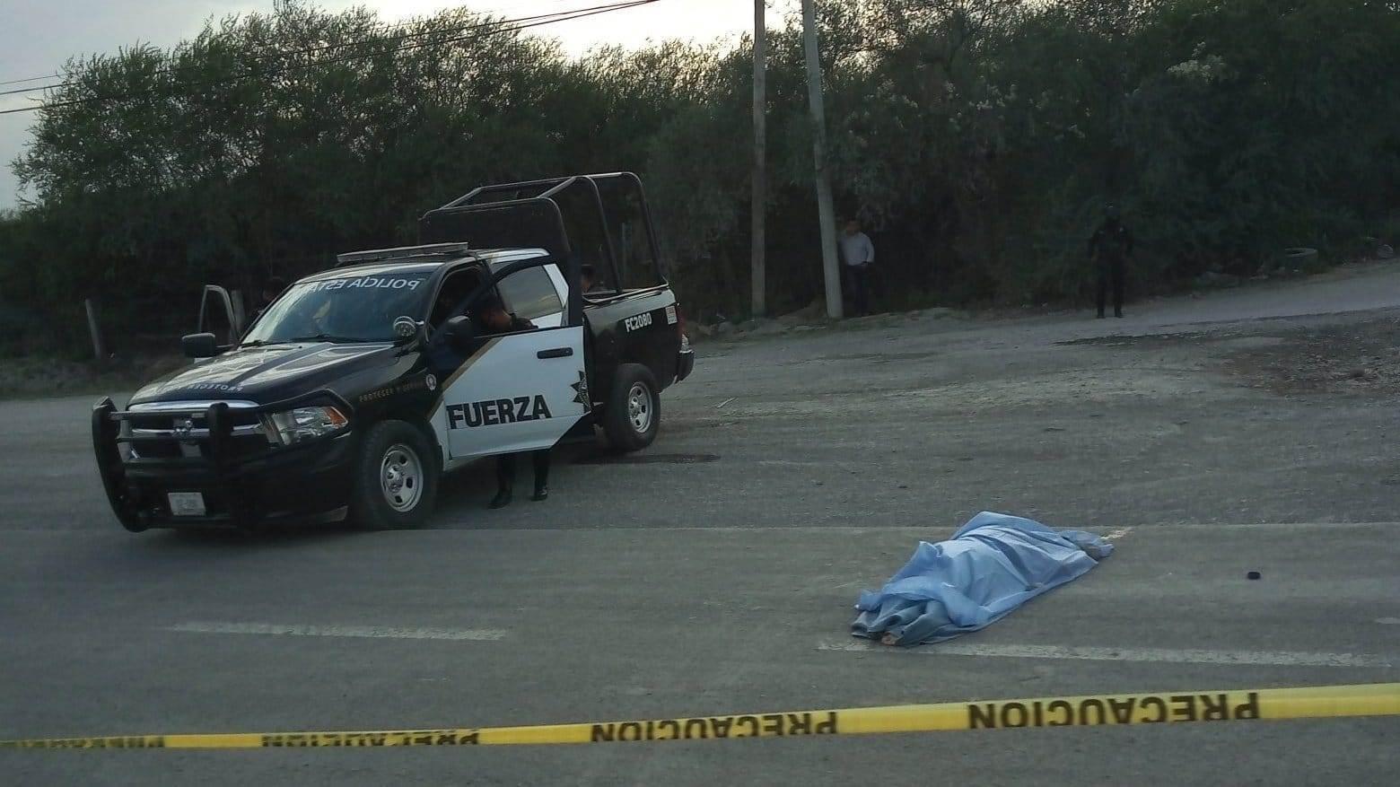 La mujer murió al derrapara el vehículo tras recibir un aparente cerró
