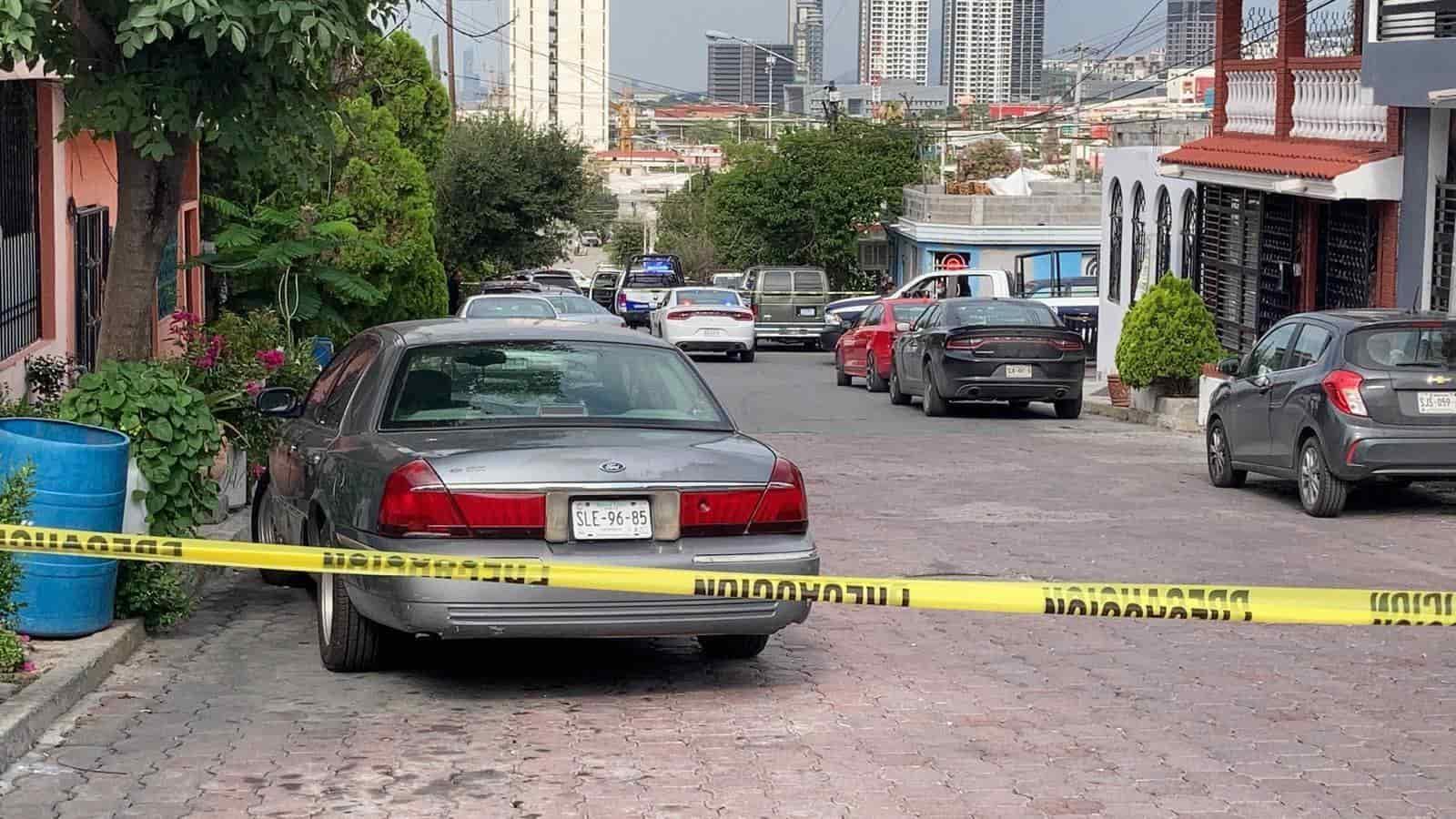 Un hombre fue asesinado a cuchilladas cuando convivía e ingería bebidas embriagantes
