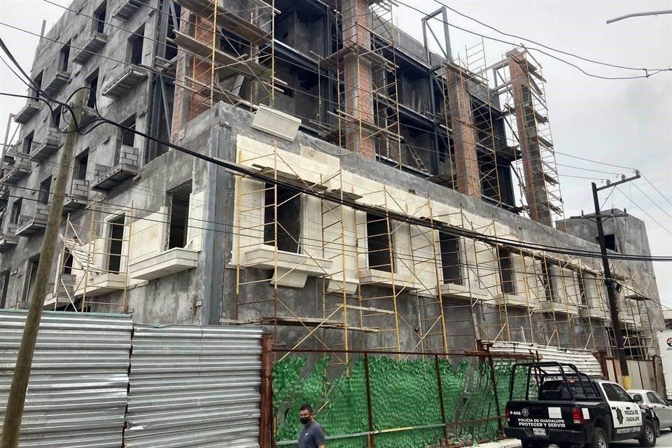 Un trabajador de la construcción perdió la vida, al desplomarse de una altura de seis metros