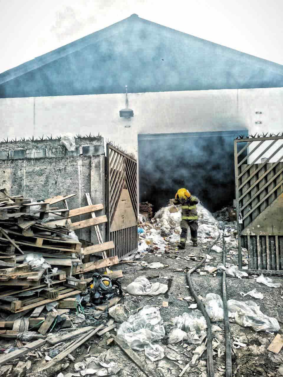 Se reportó el incendio de una bodega en Escobedo