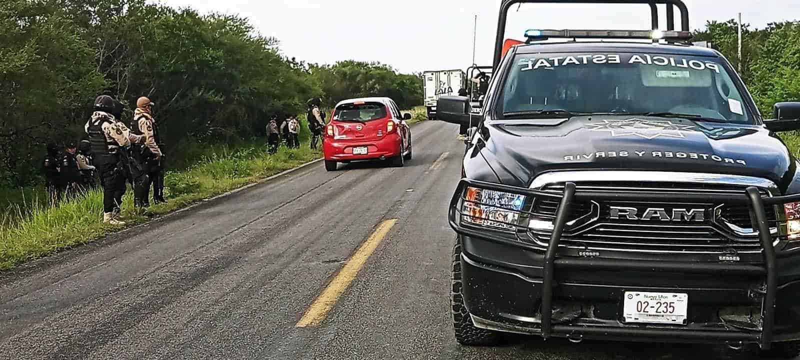 Tres centroamericanos terminaron con lesiones de consideración, después de caer de la camioneta en que eran transportados