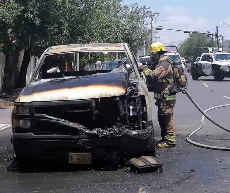 Reportaron el incendio de una camioneta, que alarmo a los comerciantes de la zona