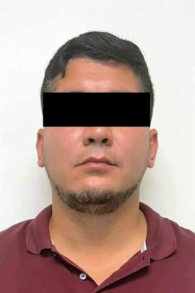 Un funcionario de la FGJ, fue detenido por sus propios compañeros, después de ser acusado de falsificar documentos, para liberar vehículos del corralón de Garages y Talleres, que se entregaban a una banda de ladrones