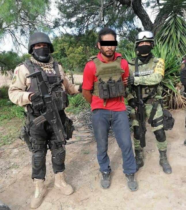 Cinco delincuentes entre ellos una mujer, fueron detenidos a quienes les aseguraron un arsenal, marihuana y un vehículo, en General Terán.