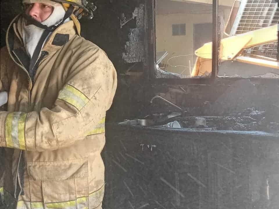 La vivienda quedó parcialmente destrozada, después de producirse un incendio que inició en la zona de la cocina