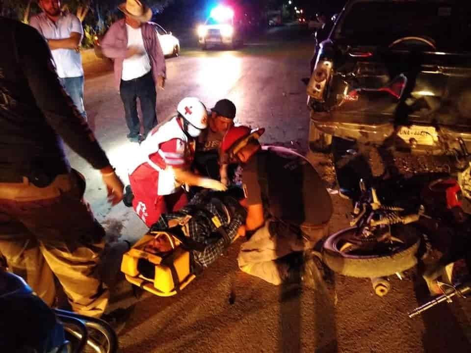 Un motociclista se encuentra en estado grave, después de estrellarse