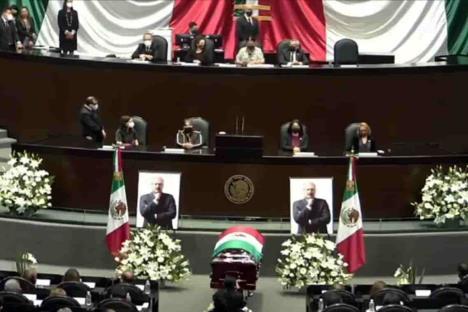 Realizan homenaje de cuerpo presente a René Juárez