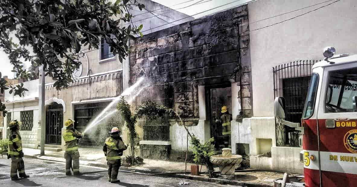 La casa abandonada terminó totalmente destruida, al producirse un incendio al parecer provocado por indigentes