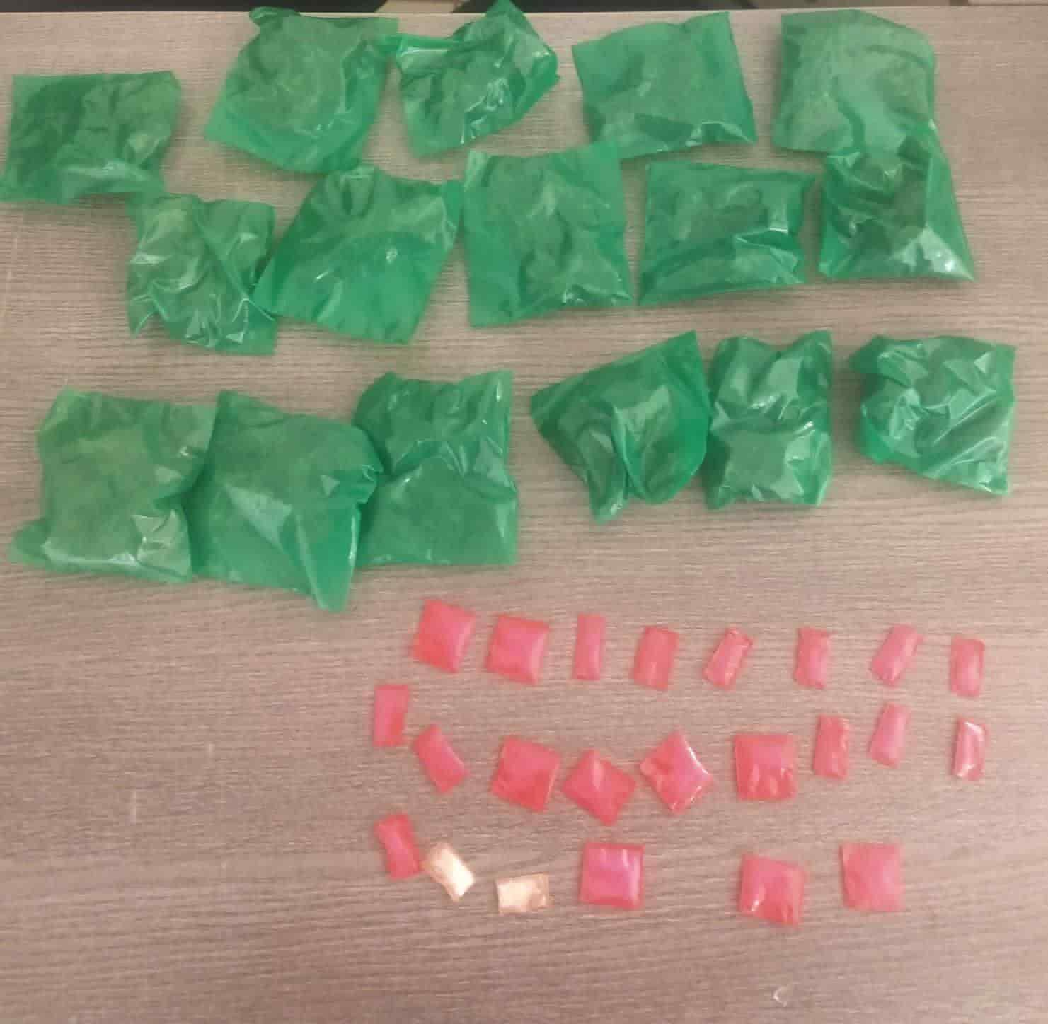 Con 40 envoltorios de cristal y marihuana, dos narcomenudistas fueron arrestados