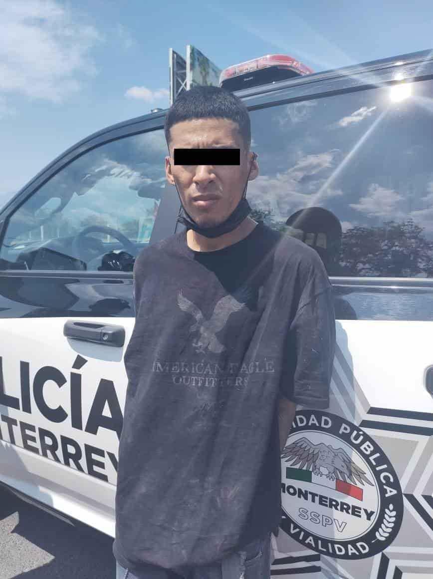 Circulaban a bordo de una camioneta, que contaba con reporte de robo