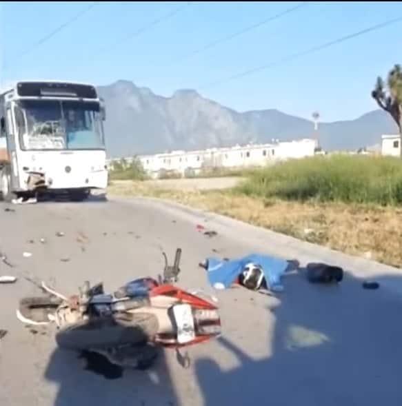 El motociclista murió luego de chocar de frente contra un camión