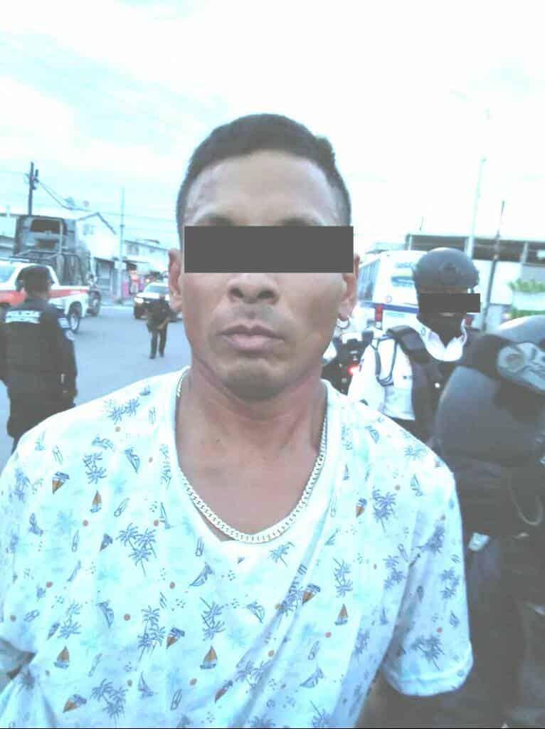 Detuvieron a un hombre que tenía en su poder, un arma de fuego y varias dosis de droga.