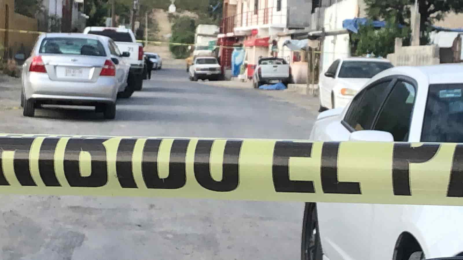 Dos personas sin vida y un lesionado dejó una agresión a balazos en un negocio