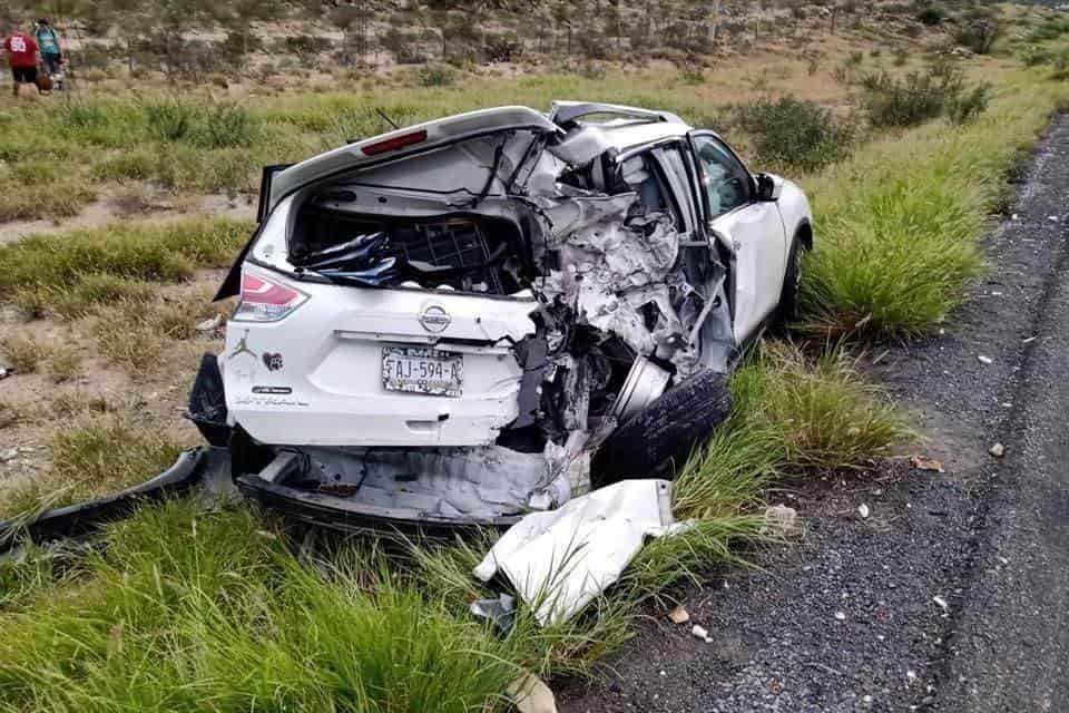 Dos conductores perdieron la vida al invadir el carril contrario