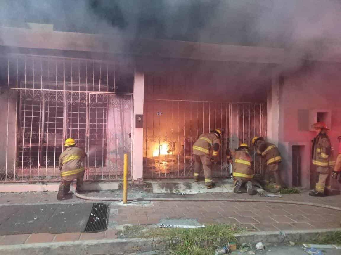Los puestos de socorro se movilizaron después de reportarse el incendio de una vivienda abandonada