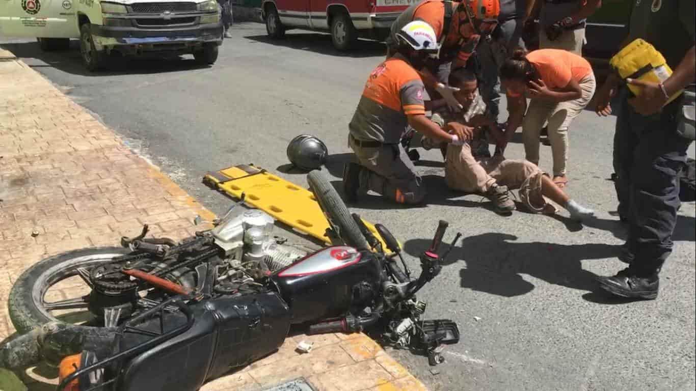 Un menor terminó con lesiones de consideración al ser impactada la motocicleta en que viajaba